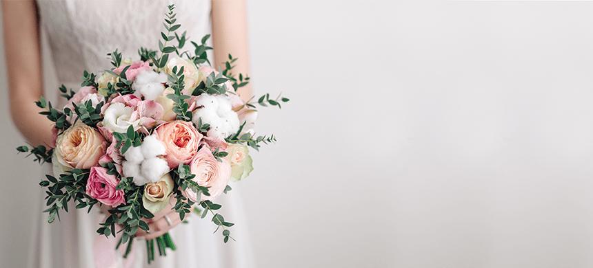 Una mujer vestida de novia invade la boda de su exnovio pidiendo que regresen