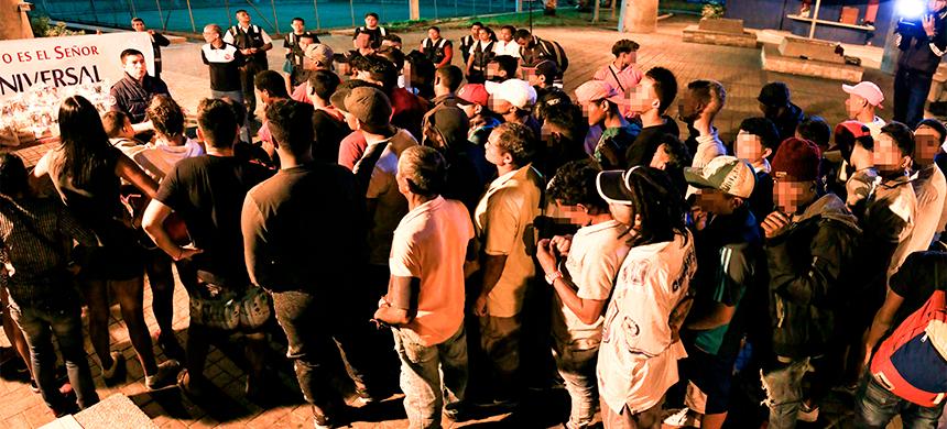 VENEZOLANOS RECIBEN AYUDA DE LOS Ángeles de la Noche