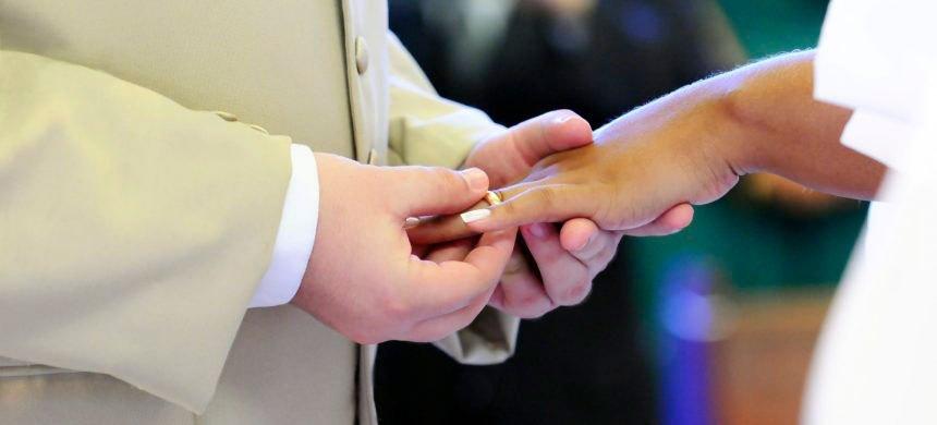 Si estoy en una relación estable, ¿me tengo que casar en el Altar?